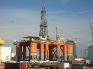 Image of Kingsnorth UK semi-submersible oill rig in dock